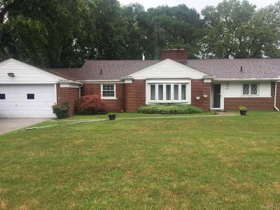Dearborn Heights Single Family Home For Sale: 6622 Parkway Cir