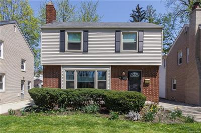 Grosse Pointe Woods Single Family Home For Sale: 1614 Bournemouth Rd