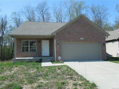 Pontiac Single Family Home For Sale: 1131 Fairway