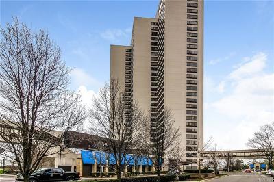 Detroit Condo/Townhouse For Sale: 1001 W Jefferson Ave