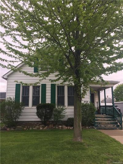 Plymouth Single Family Home For Sale: 958 Starkweather St