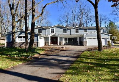 Bloomfield Hills Single Family Home For Sale: 5561 Lakeview Dr