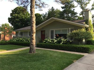 Bloomfield Hills Single Family Home Pending: 384 S Williamsbury Rd
