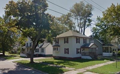 Pontiac Single Family Home For Sale: 284 Chandler St