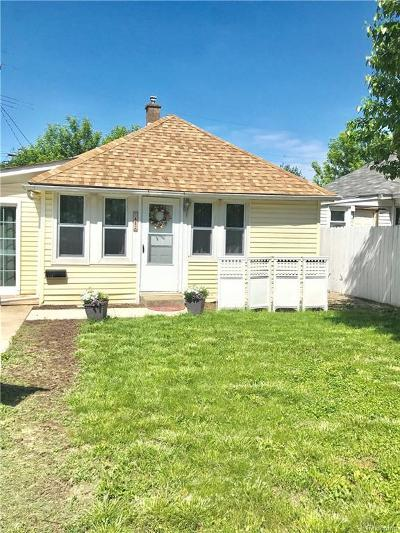 Lincoln Park Single Family Home For Sale: 1482 University Ave