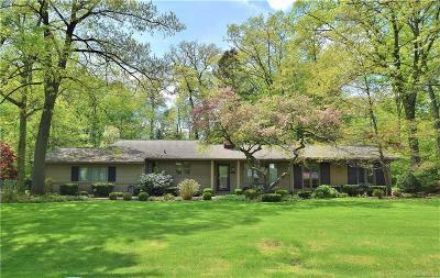 Bloomfield Hills Single Family Home For Sale: 6850 Oakhills Dr