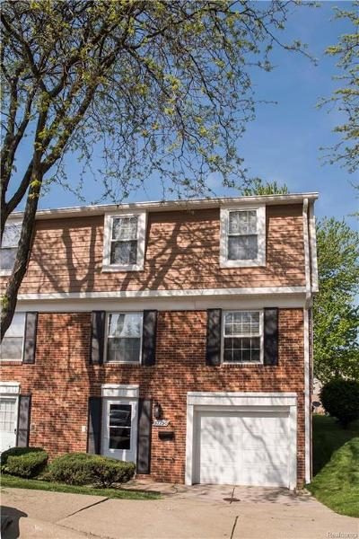 Clinton Township Condo/Townhouse For Sale: 37790 Charter Oaks Blvd