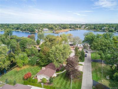 Bloomfield Hills Single Family Home For Sale: 1912 Bayou Dr