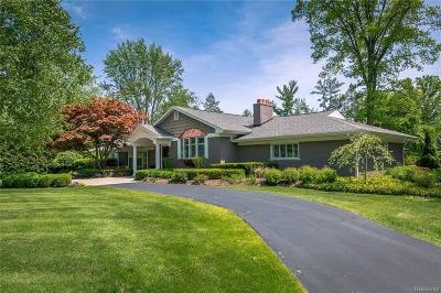 Bloomfield Hills Single Family Home For Sale: 3995 Oakland Dr