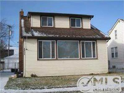 Eastpointe MI Single Family Home For Sale: $88,000