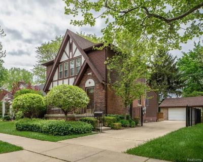 Pleasant Ridge Single Family Home For Sale: 108 Maplefield Rd