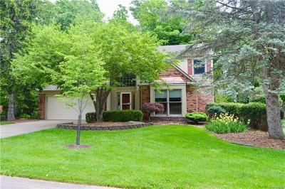 Rochester Hills Single Family Home For Sale: 524 Rochdale Dr N