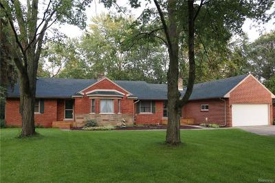 Farmington Hills Single Family Home For Sale: 24644 Springbrook Dr