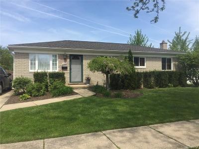 Saint Clair Shores Single Family Home For Sale: 23631 Allor St E