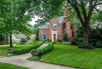 Pleasant Ridge Single Family Home For Sale: 52 Oxford Blvd