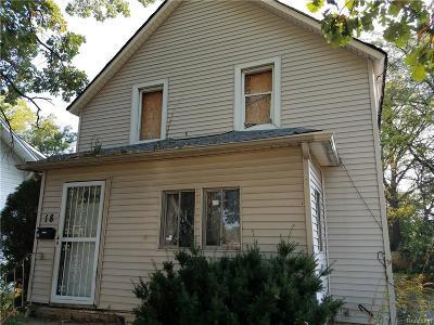 Pontiac Single Family Home For Sale: 18 N Paddock St