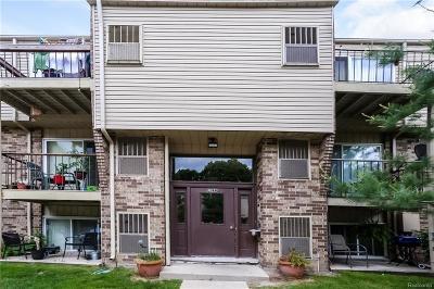 Clinton Township Condo/Townhouse For Sale: 38272 Fairway Crt