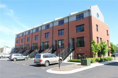 Royal Oak Condo/Townhouse For Sale: 632 W Eleven Mile Rd