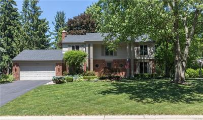 Bloomfield Hills Single Family Home For Sale: 769 N Shady Hollow Cir