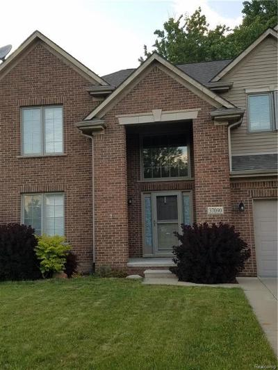 Westland Condo/Townhouse For Sale: 37090 Vista Dr