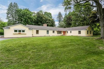 Bloomfield Hills Single Family Home For Sale: 846 Jonathan Ln