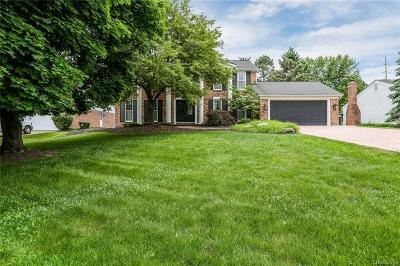Rochester Hills Single Family Home For Sale: 2437 Rancroft Beat