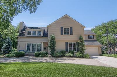 Grosse Pointe Farms Single Family Home For Sale: 245 Vendome Rd