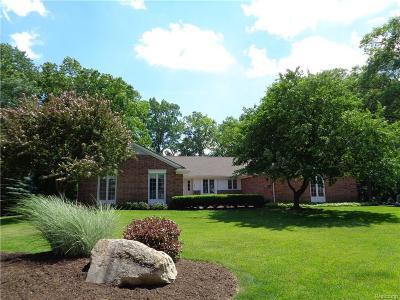 Bloomfield Hills Single Family Home For Sale: 1857 Ledbury Dr