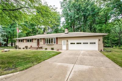 St. Clair Single Family Home For Sale: 2415 Colonial Ln