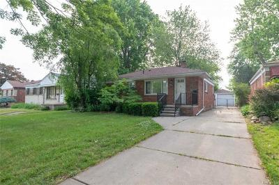 Saint Clair Shores MI Single Family Home For Sale: $139,900
