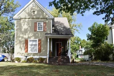 Pontiac Single Family Home For Sale: 74 Mary Day Ave