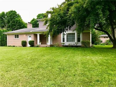 Rochester Hills Single Family Home For Sale: 898 Lynndale Dr