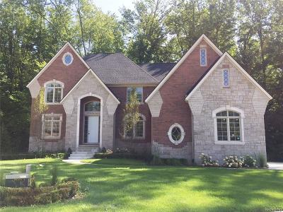 Shelby Twp Single Family Home For Sale: 55784 Barberry