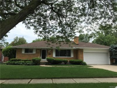 Saint Clair Shores Single Family Home For Sale: 22300 Ardmore Park Dr