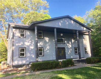 Clarkston Single Family Home For Sale: 7580 Perry Lake Rd