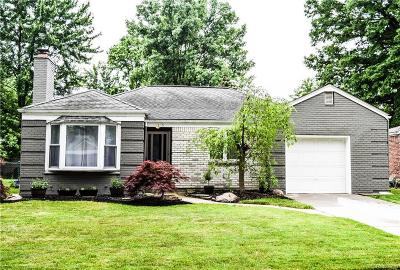 Grosse Pointe Woods Single Family Home For Sale: 2355 Allard Ave