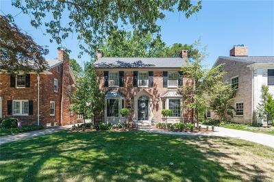 Grosse Pointe Farms Single Family Home For Sale: 264 Kenwood Crt