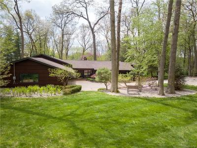 Bloomfield Hills Single Family Home For Sale: 1110 Timberlake Dr