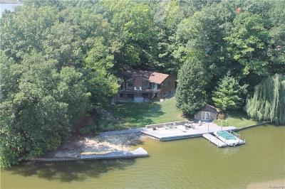 Lapeer Single Family Home For Sale: 2954 Island Point Dr