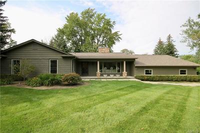 Bloomfield Hills Single Family Home For Sale: 1966 Bayou Dr
