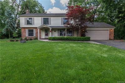 Bloomfield Hills Single Family Home For Sale: 916 Candlestick Crt