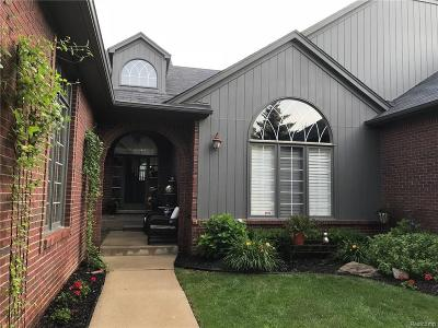 Shelby Twp Condo/Townhouse For Sale: 2213 Barberry Dr