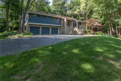 Clarkston Single Family Home For Sale: 8115 Woodview Rd