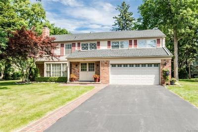 Bloomfield Hills Single Family Home For Sale: 911 Lamppost Ln