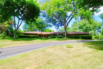 Bloomfield Hills Single Family Home For Sale: 6755 Old Creek Road