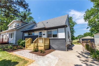 Royal Oak Single Family Home For Sale: 2111 E Farnum Ave