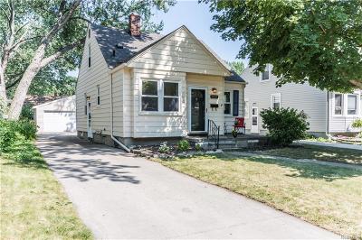 Royal Oak Single Family Home For Sale: 1231 Wyandotte Ave