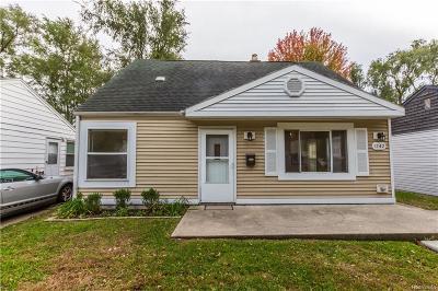 Hazel Park Single Family Home For Sale: 1242 E Evelyn Ave