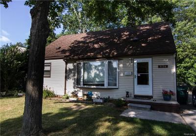 Clawson Single Family Home For Sale: 834 Gargantua Ave