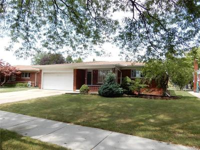 Warren Single Family Home For Sale: 14629 Ivanhoe Dr